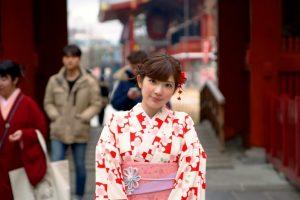 浅草寺前で着物レンタル