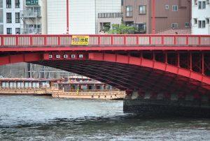 吾妻橋と屋形船