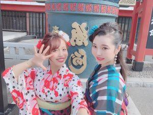 浅草寺と浴衣女性