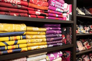 着物の帯の陳列